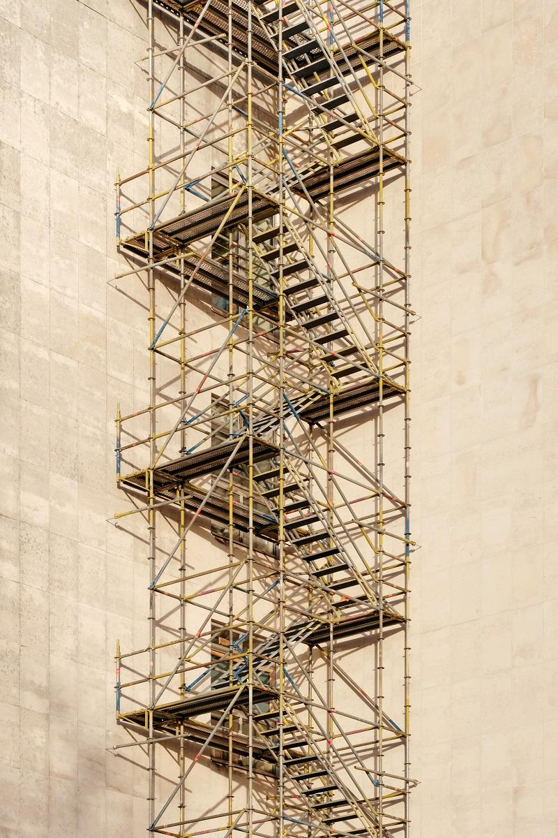 hög byggnadsställning